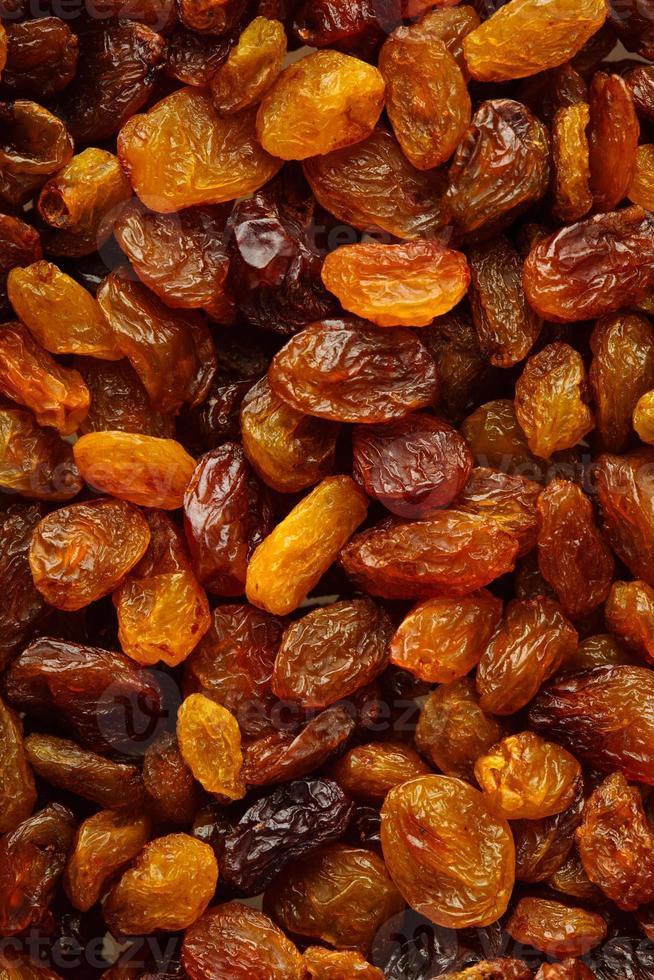 Faça dieta alimentos saudáveis. uvas passas secas como textura de fundo foto