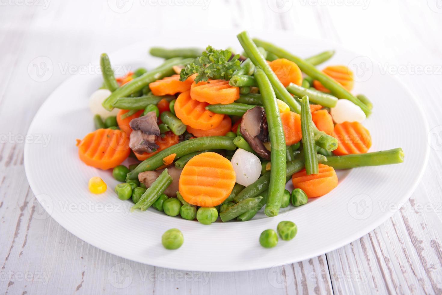 prato de vegetais foto