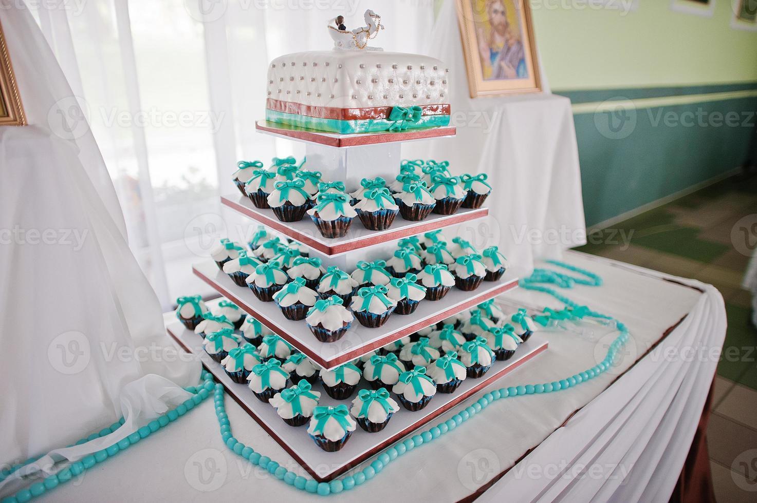 cupcakes de casamento branco e turquesa foto