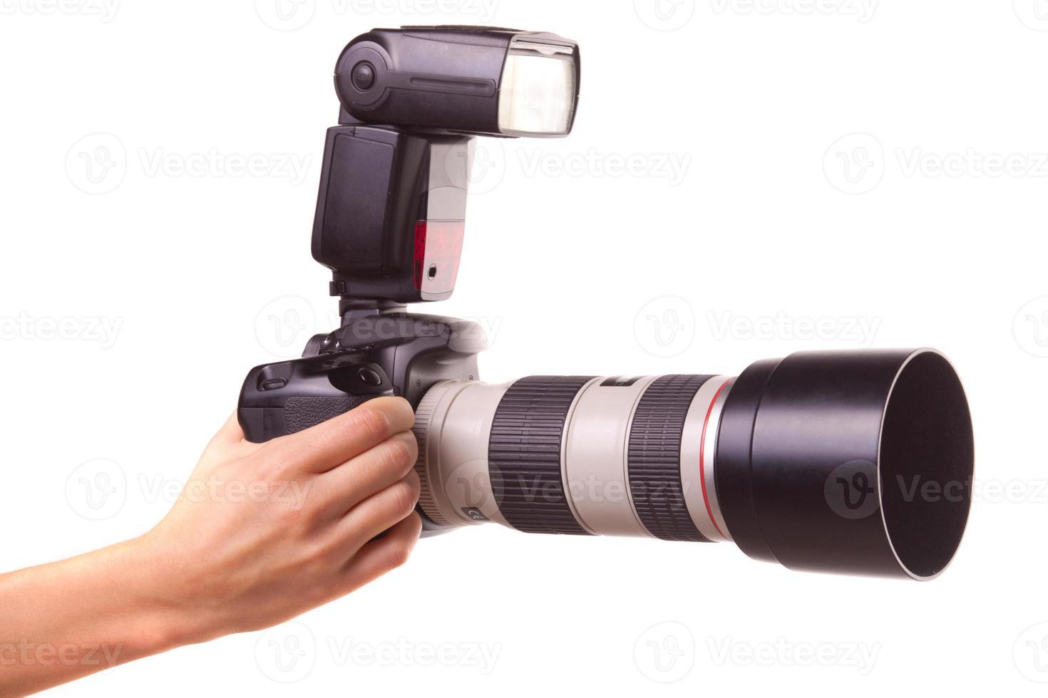mãos femininas segurando a câmera. foto