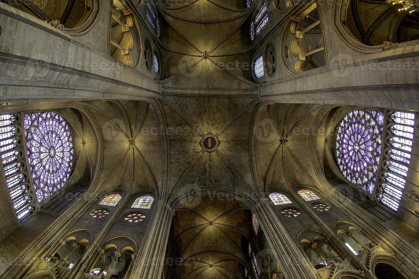 teto da catedral - paris, frança foto