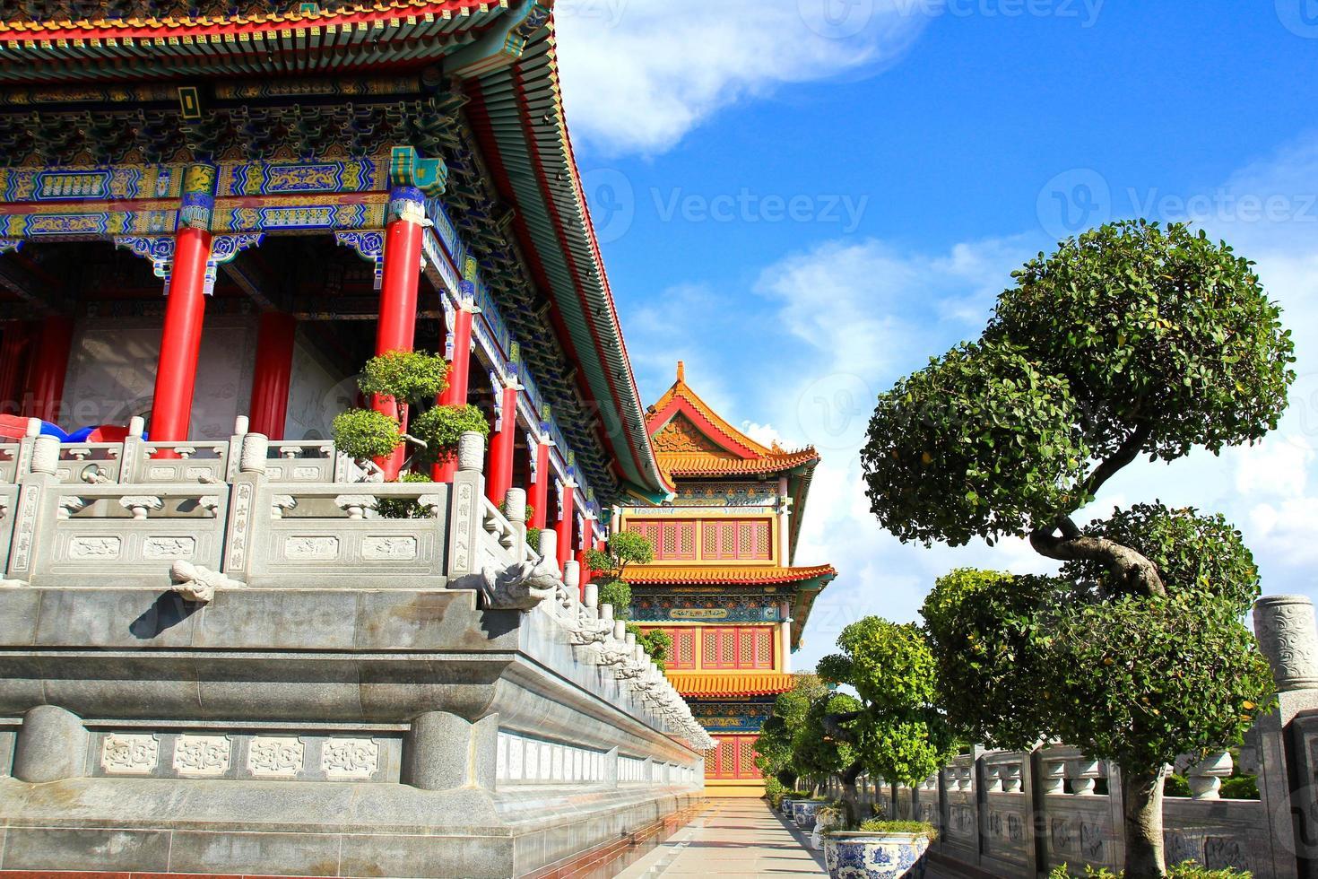 templo de estilo chinês tradicional em wat leng-noei-yi foto
