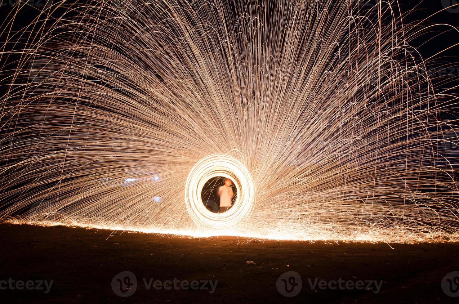 queima de fogos de artifício de lã de aço foto