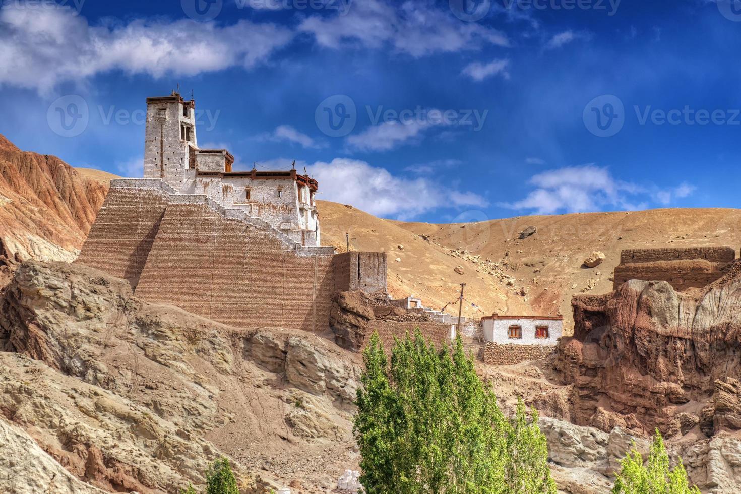 ruínas no mosteiro basgo, leh, ladakh, jammu e kahsmir, índia foto