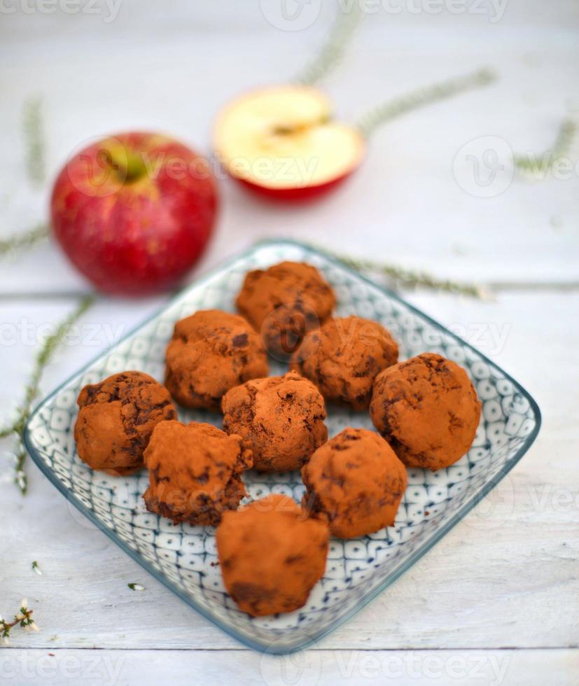 trufas de maçã e chocolate amargo foto