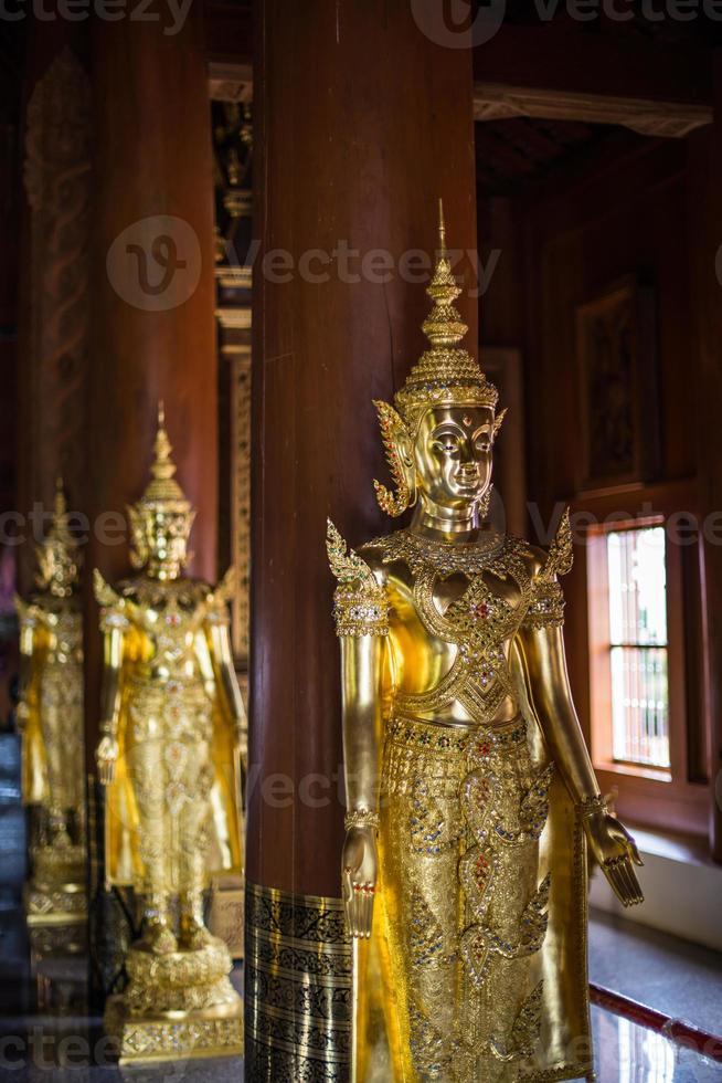 estátua de anjo da arte asiática, tailândia foto
