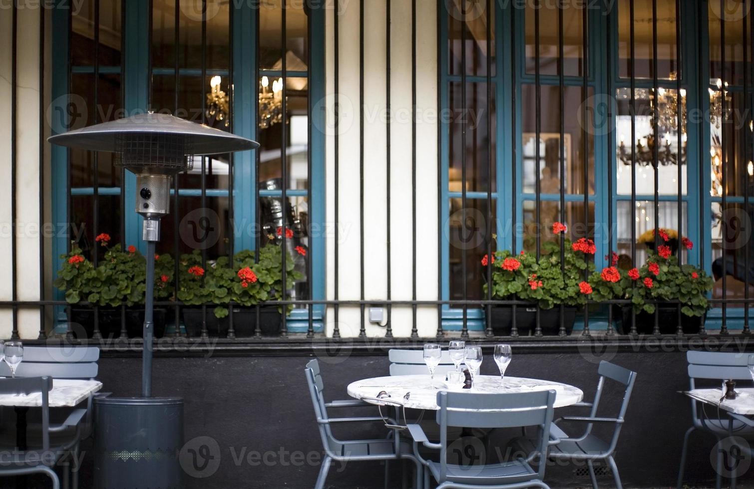 café de calçada em paris foto