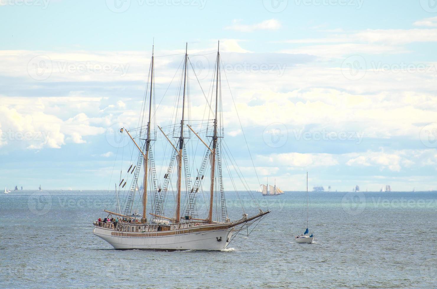 regata de veleiro vintage em Helsínquia. foto