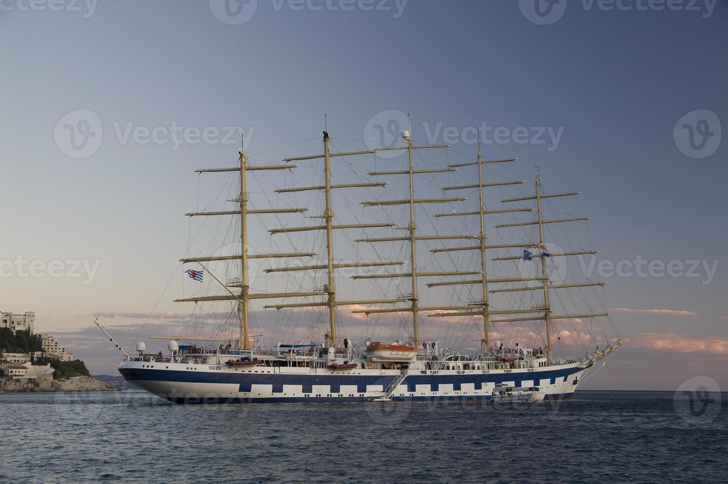 navio alto, dubrovnik - croácia foto