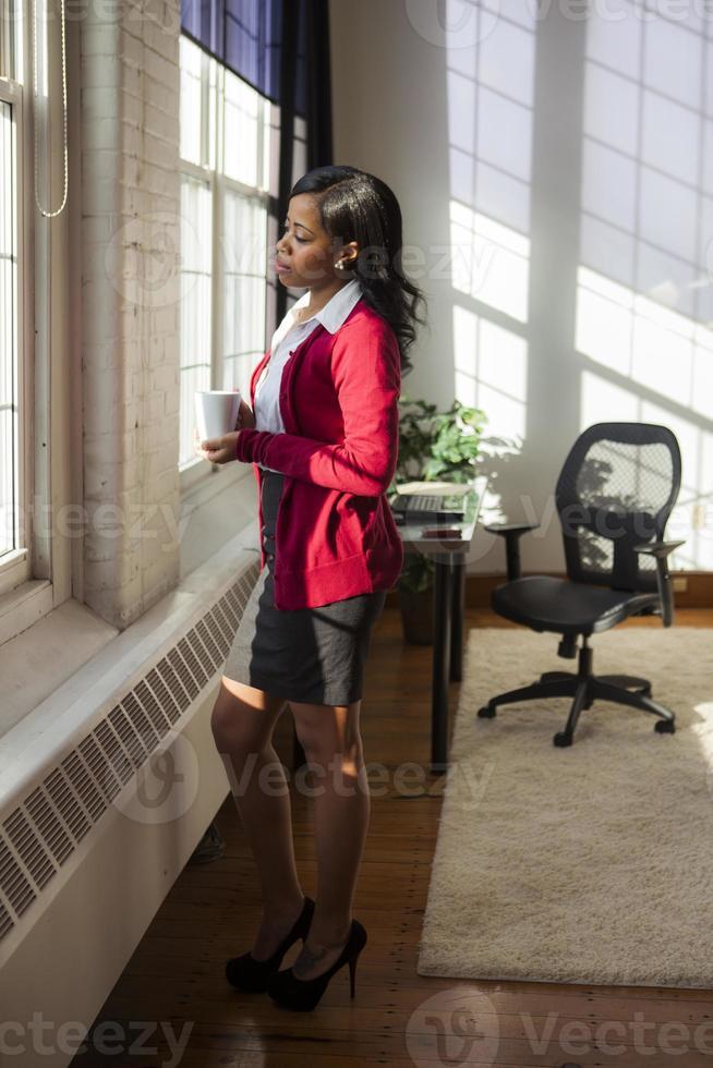 empresária em seu escritório foto