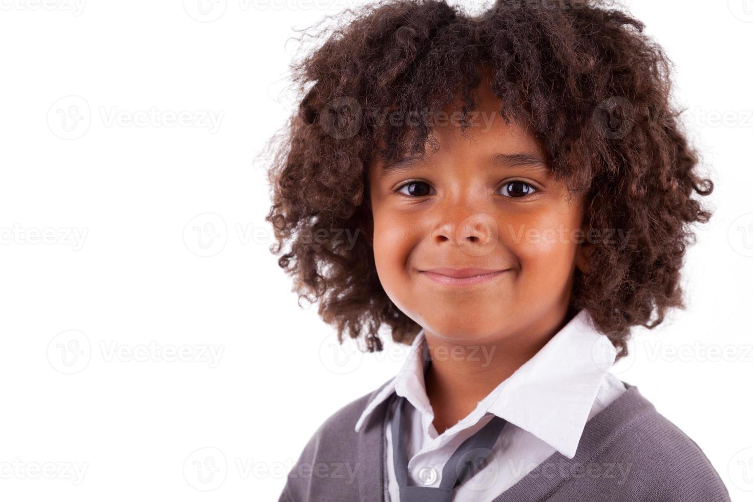 retrato de um menino americano africano bonito foto