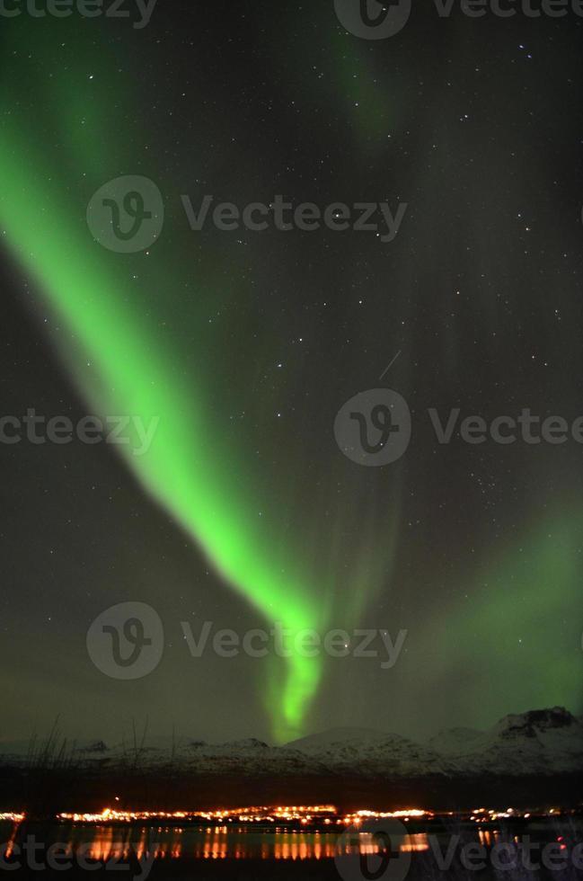luzes do norte no norte da noruega foto