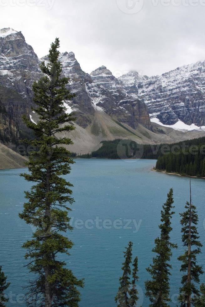 moraine lake, parque nacional de banff foto