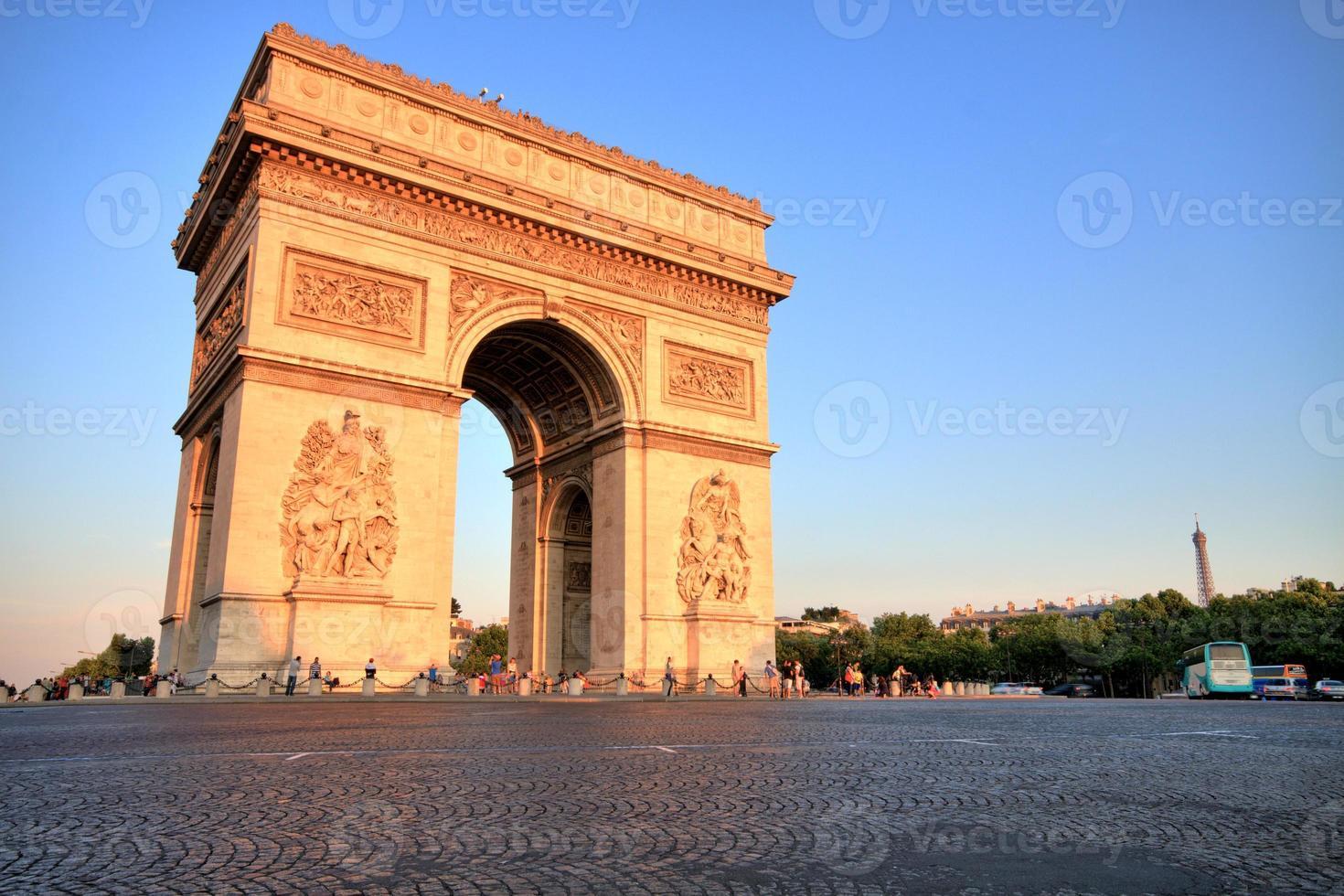 arco do triunfo ao pôr do sol, paris foto