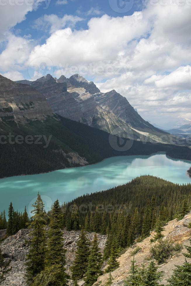 peyto lake, parque nacional de banff. foto