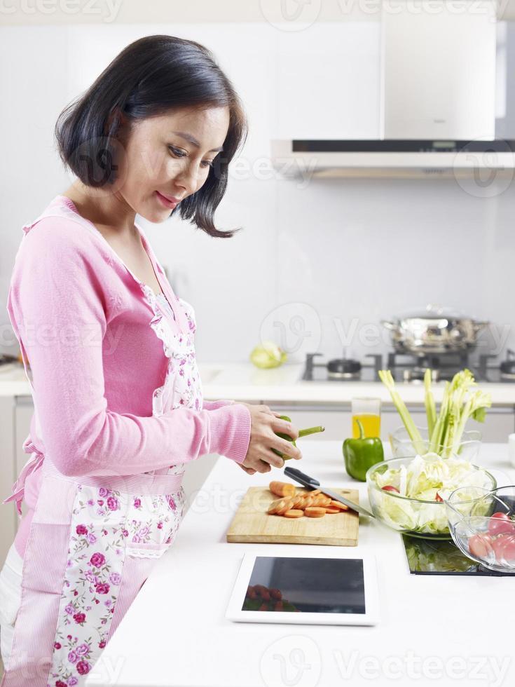 dona de casa asiática foto