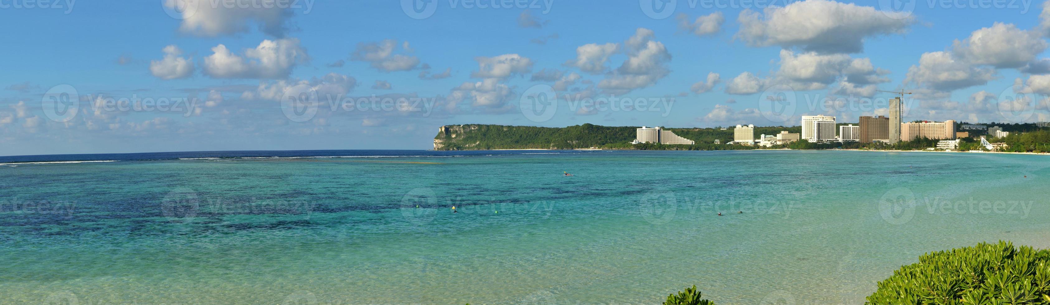 panorama de praia ilha tropical foto