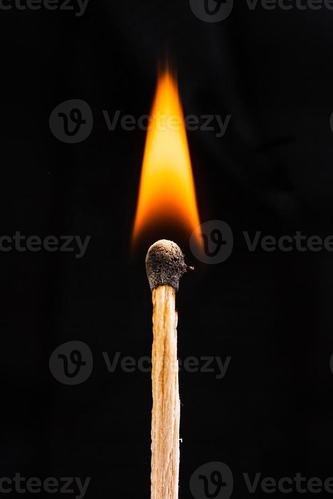 palito de fósforo flamejante foto