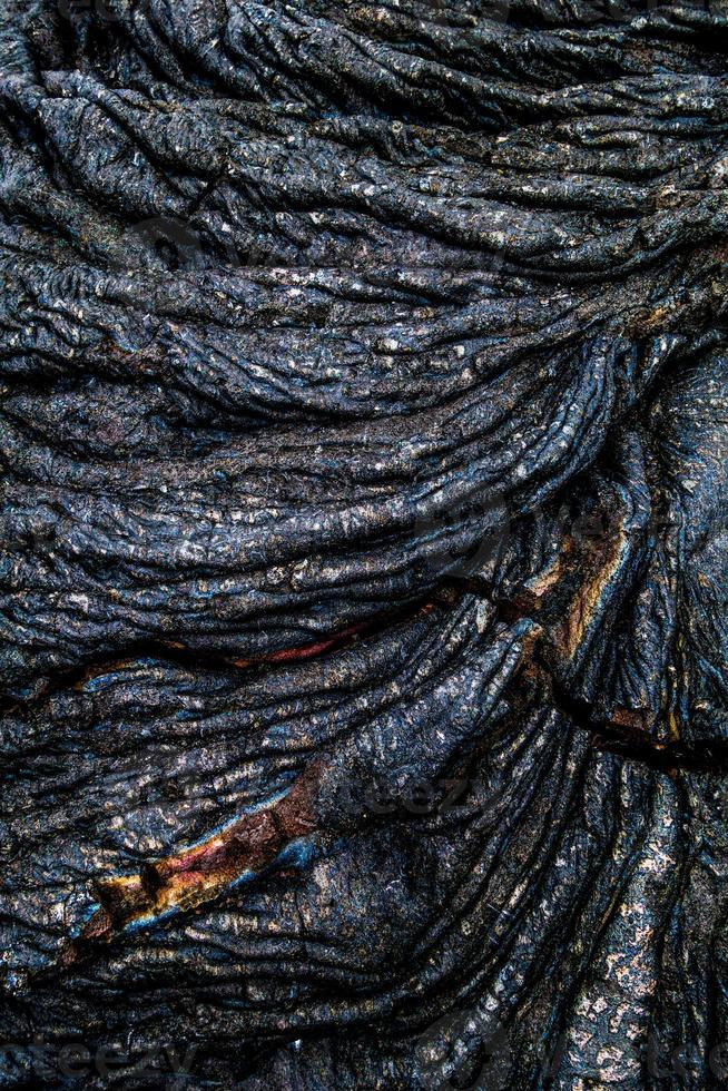 ondulação iridescente da rocha da lava foto