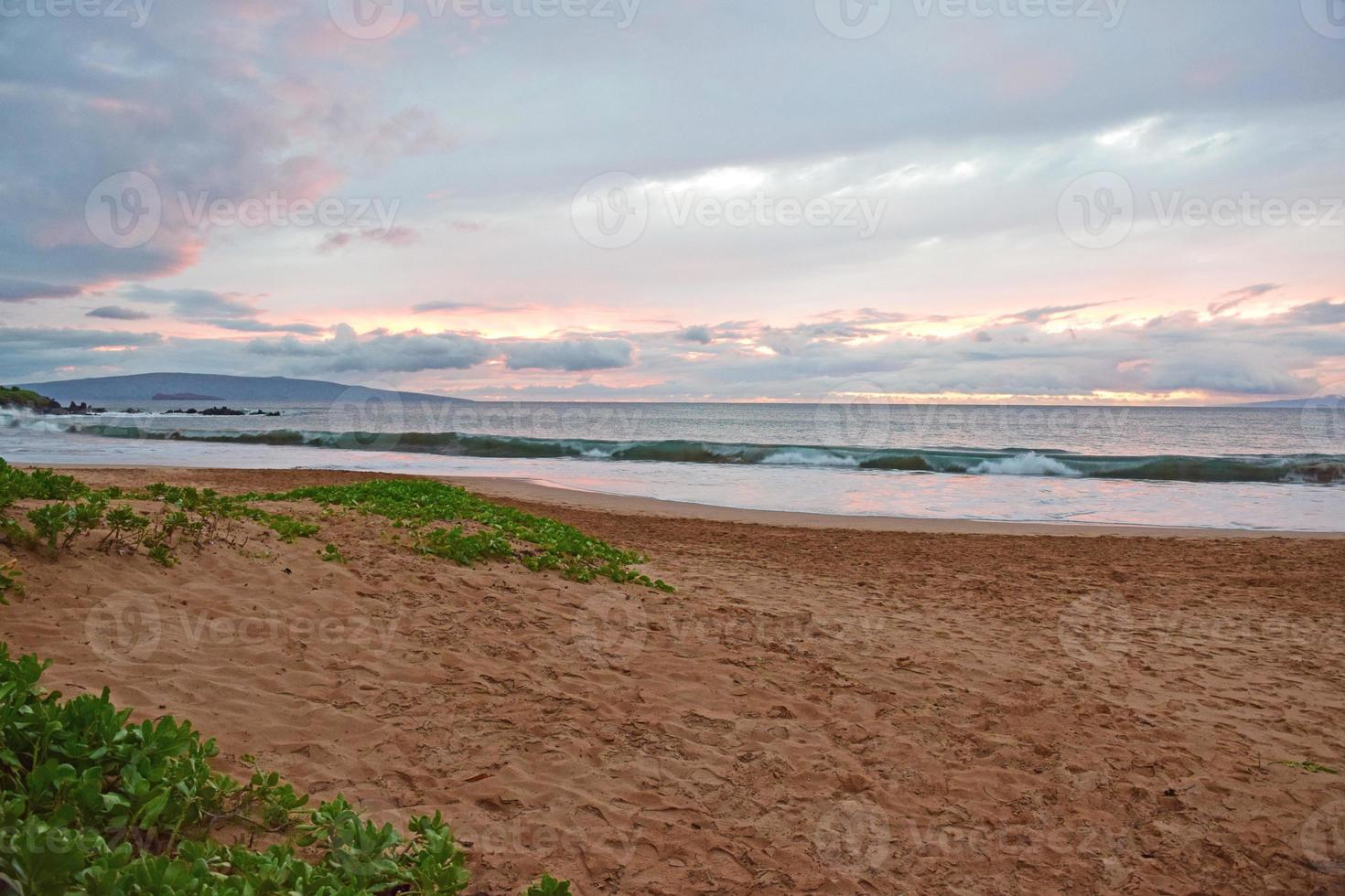 praia do estado de wailea pôr do sol foto