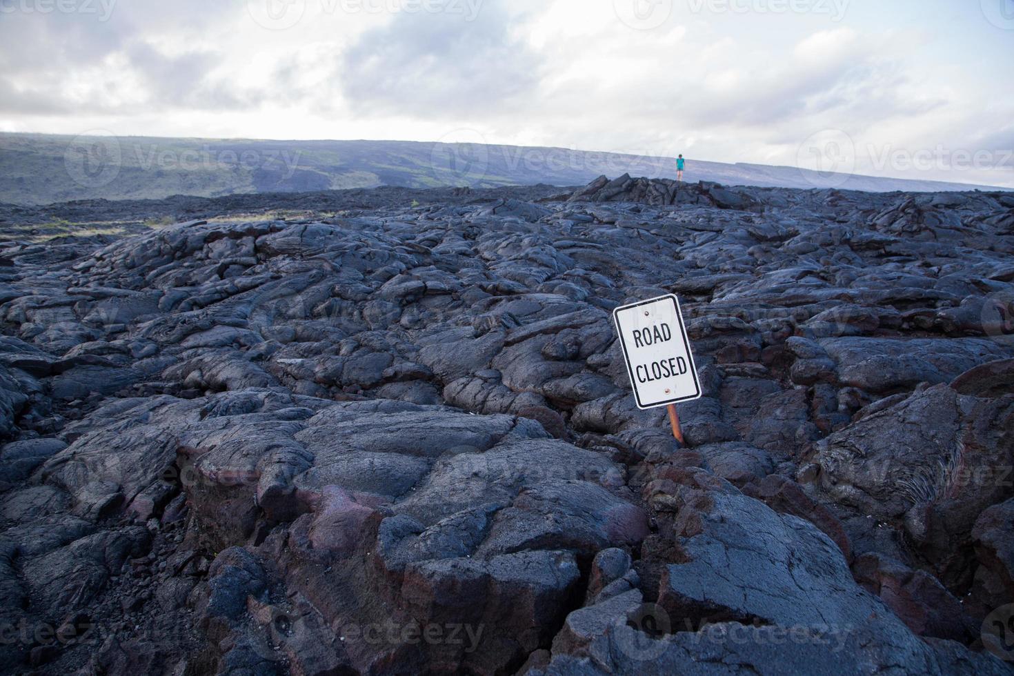 estrada fechada devido a lava foto