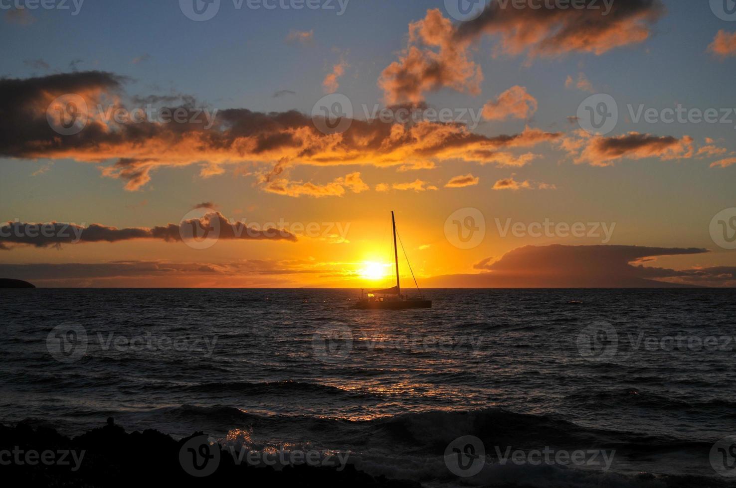 pôr do sol em maui - havaí foto