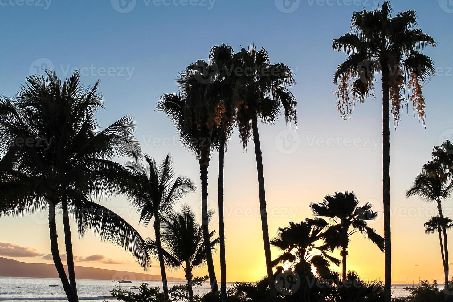 pôr do sol de maui no havaí foto