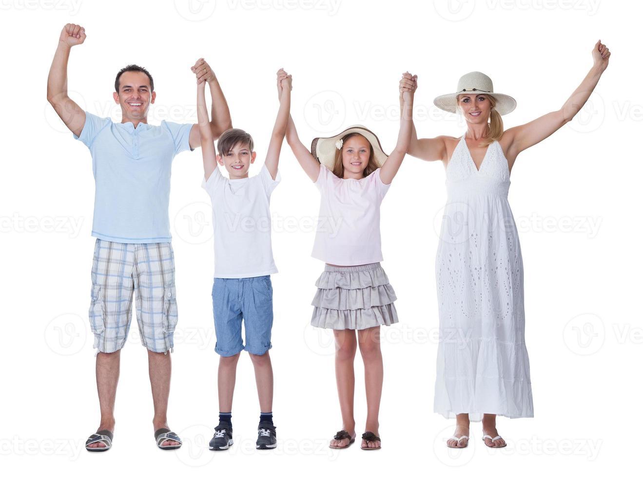 família feliz indo de férias foto