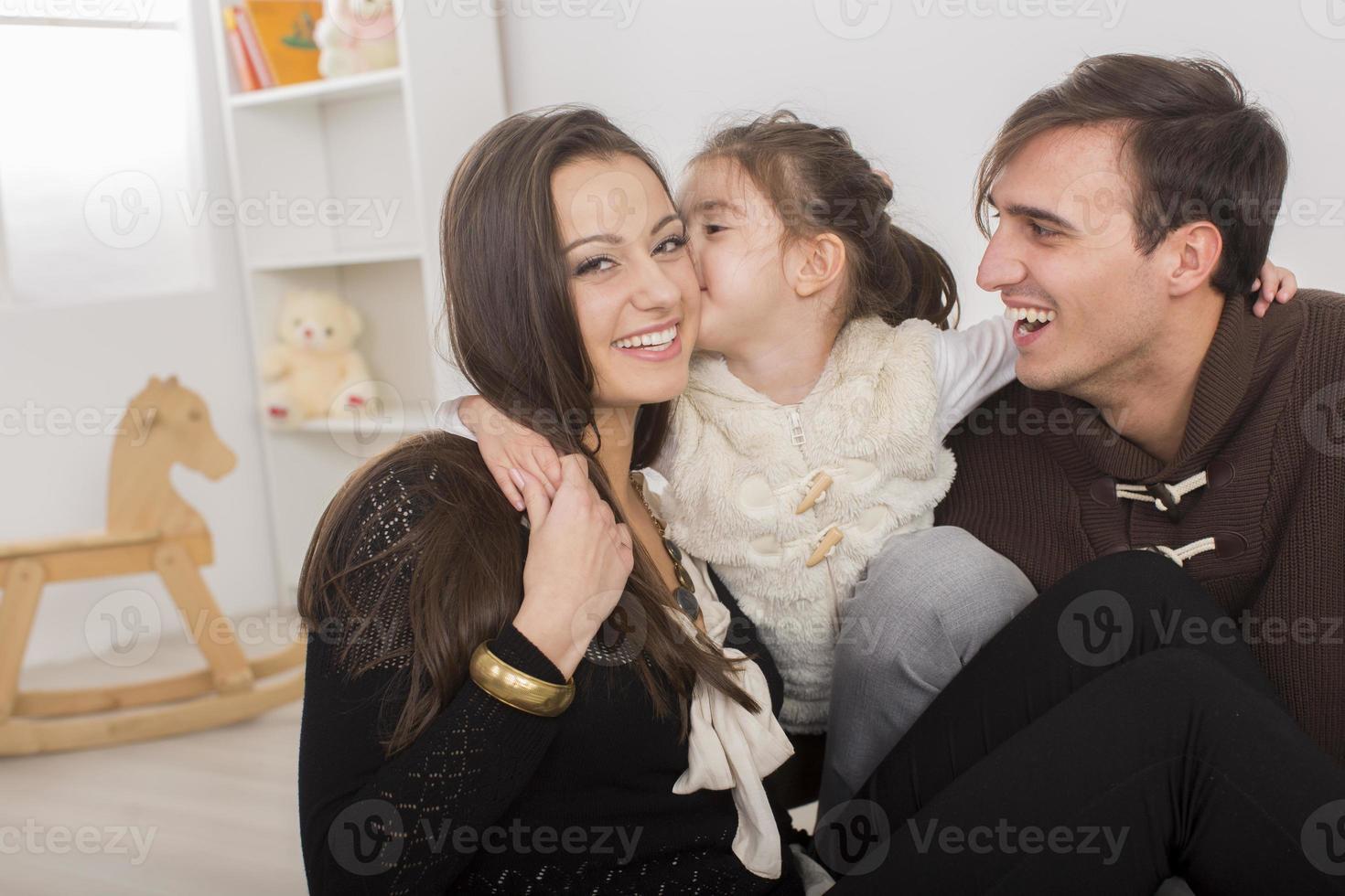 família feliz no quarto foto