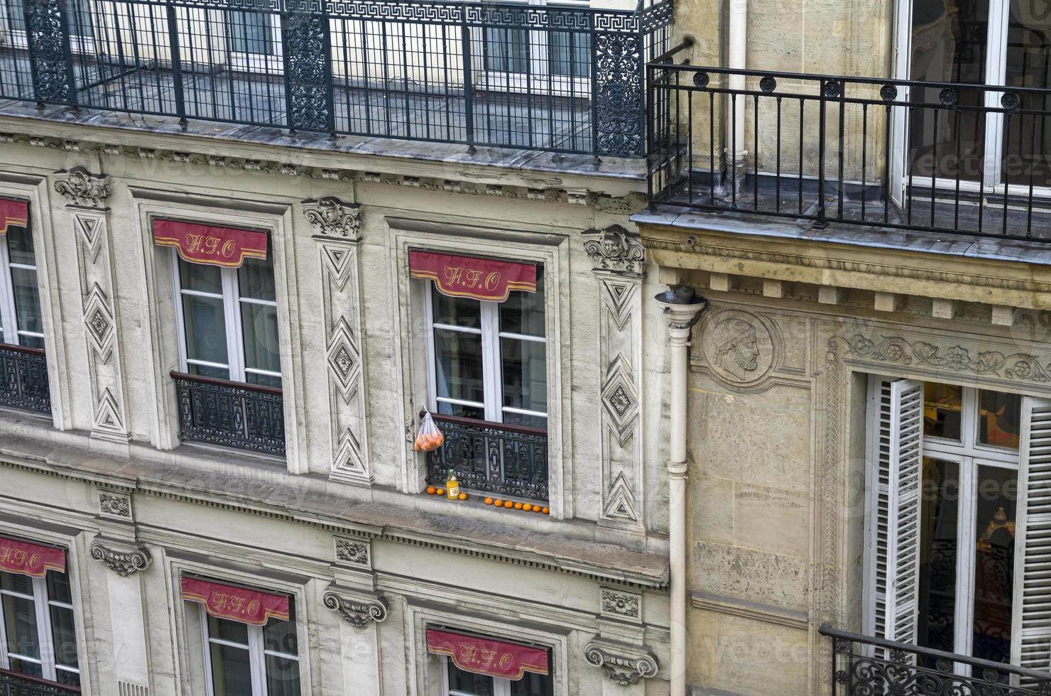 tangerinas no peitoril da janela. foto