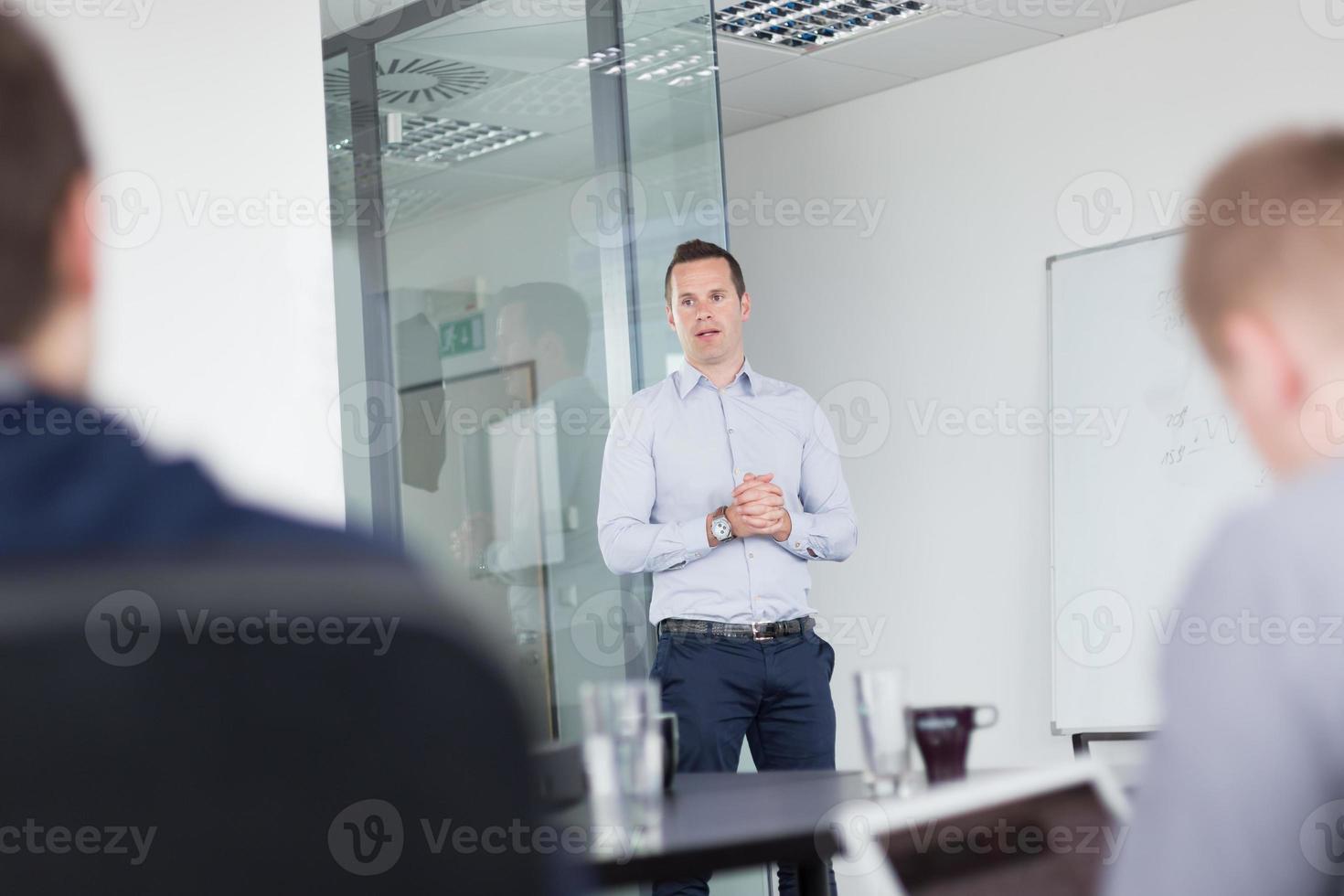 apresentação de negócios na reunião corporativa. foto