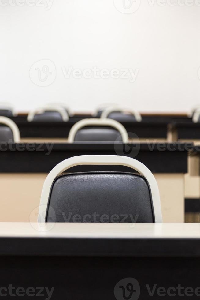 cadeira na sala de aula foto