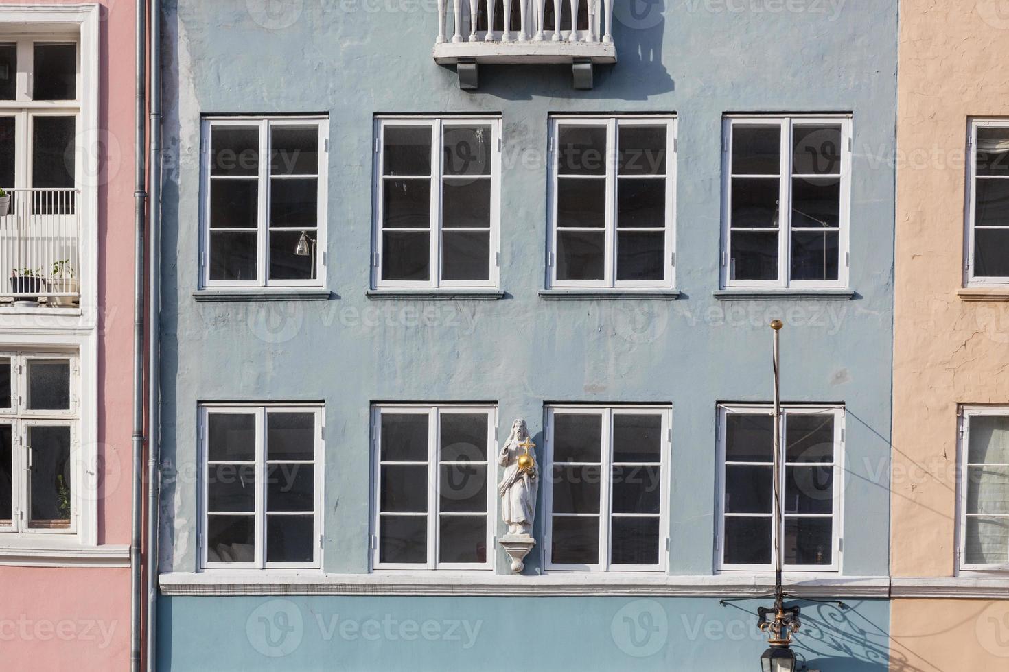 casas coloridas típicas na cidade velha de Copenhaga foto