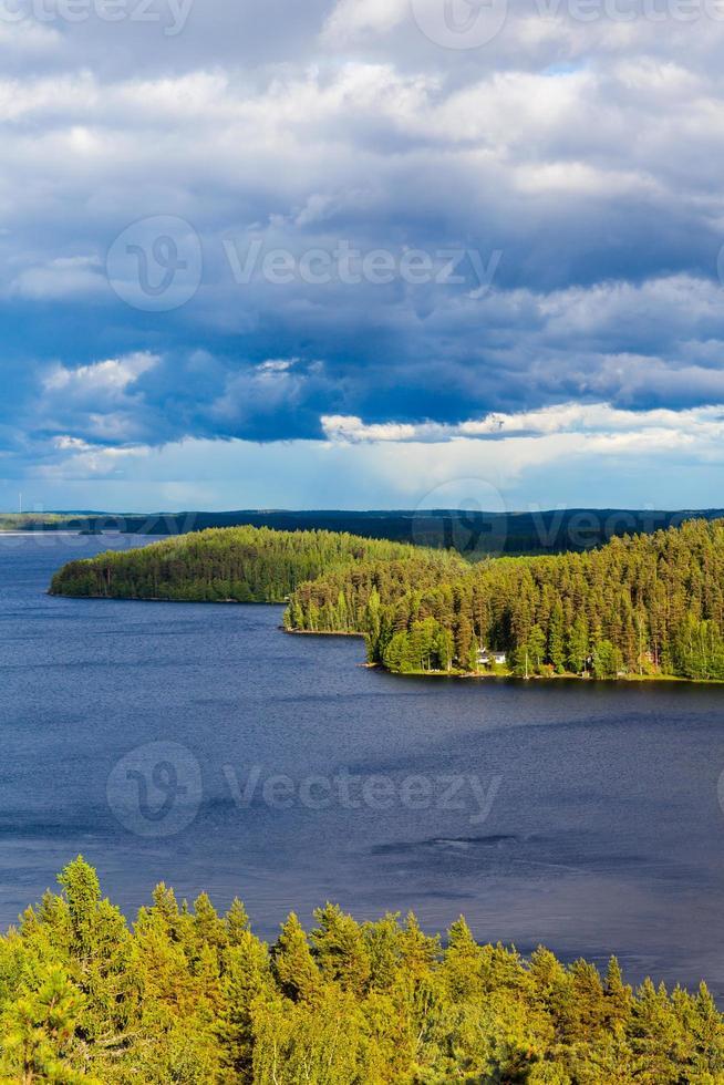 natureza, vista das montanhas para os lagos e florestas foto