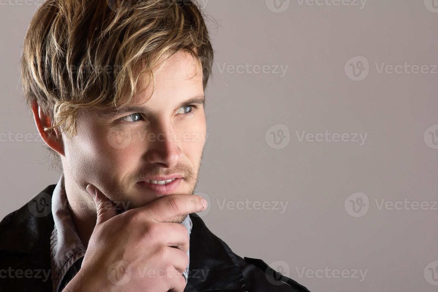 homem caucasiano bonito foto