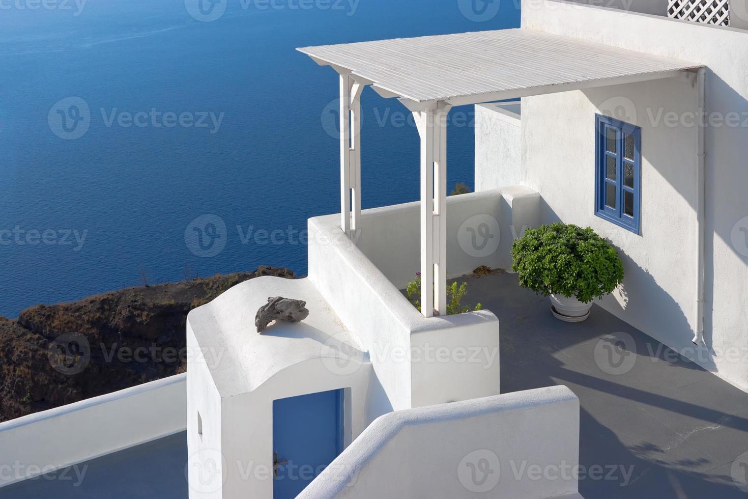 pátio em santorini, grécia foto