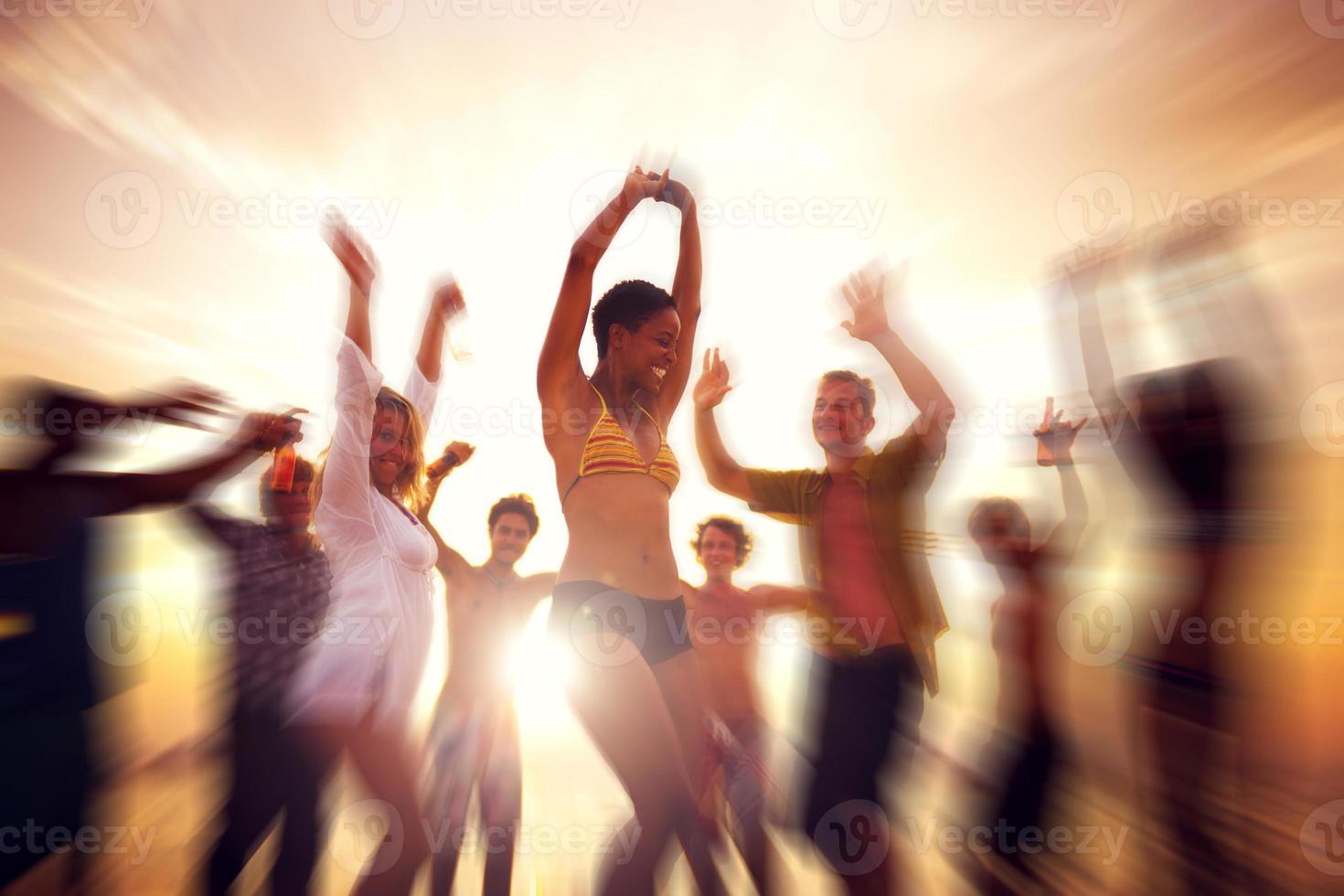 dança festa apreciação felicidade celebração ao ar livre praia conc foto