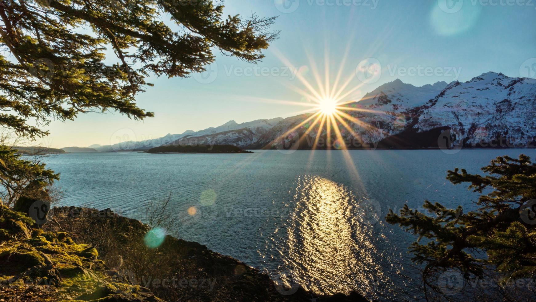 sunburst do oceano foto