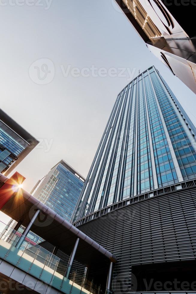 edifícios de escritórios em taipei no sol da tarde foto