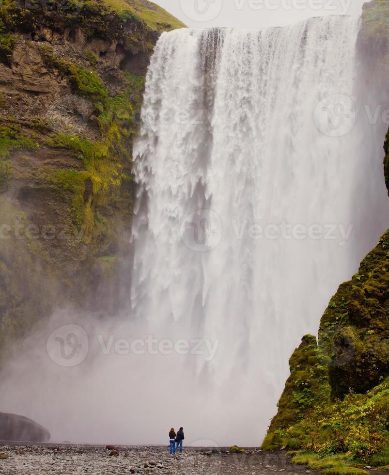 bela foto panorama vibrante, com vista para cachoeira na Islândia