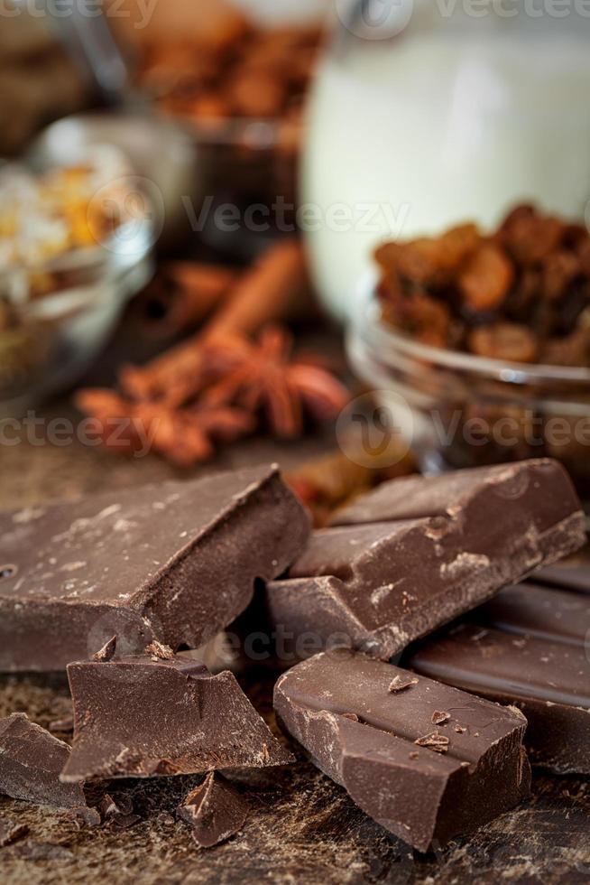 assar bolo de chocolate - ingredientes da receita foto