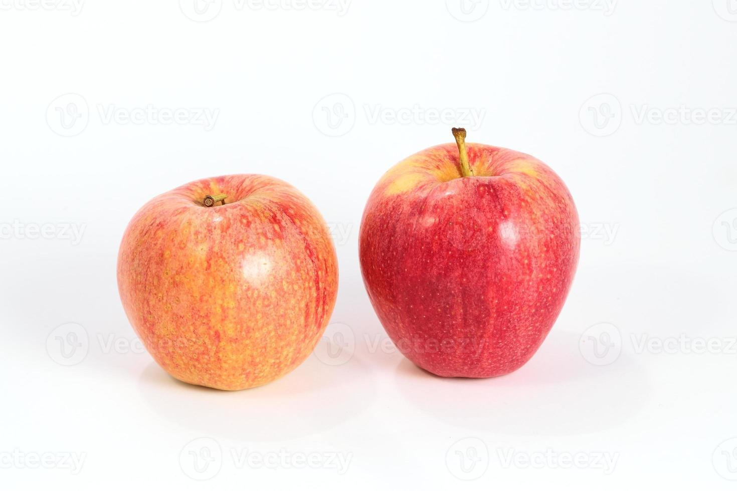 par de maçãs vermelhas foto