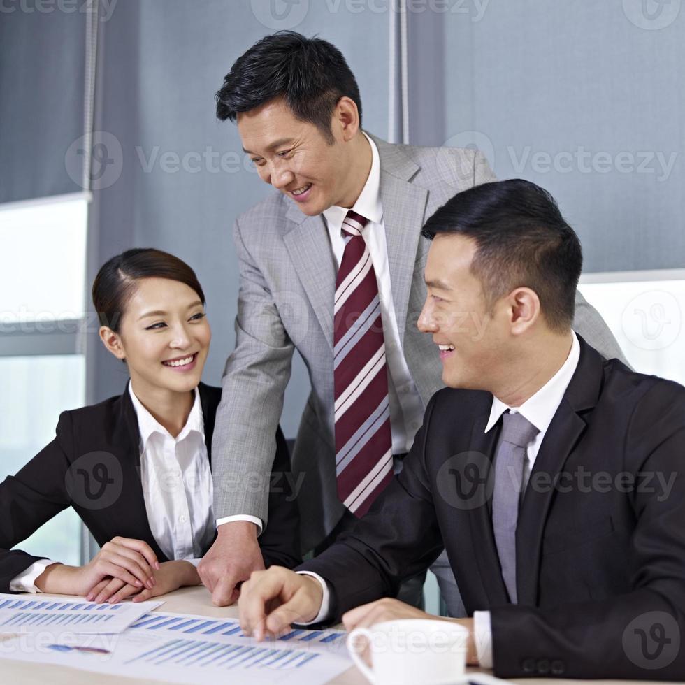 empresários asiáticos foto