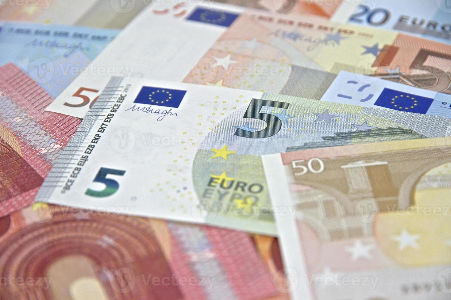 dinheiro - notas de euro - moeda da união europeia foto