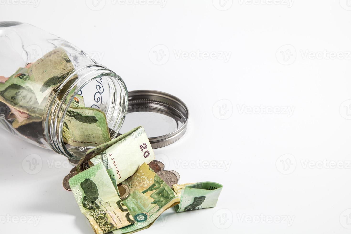 frasco de dinheiro com fundo branco isolado foto