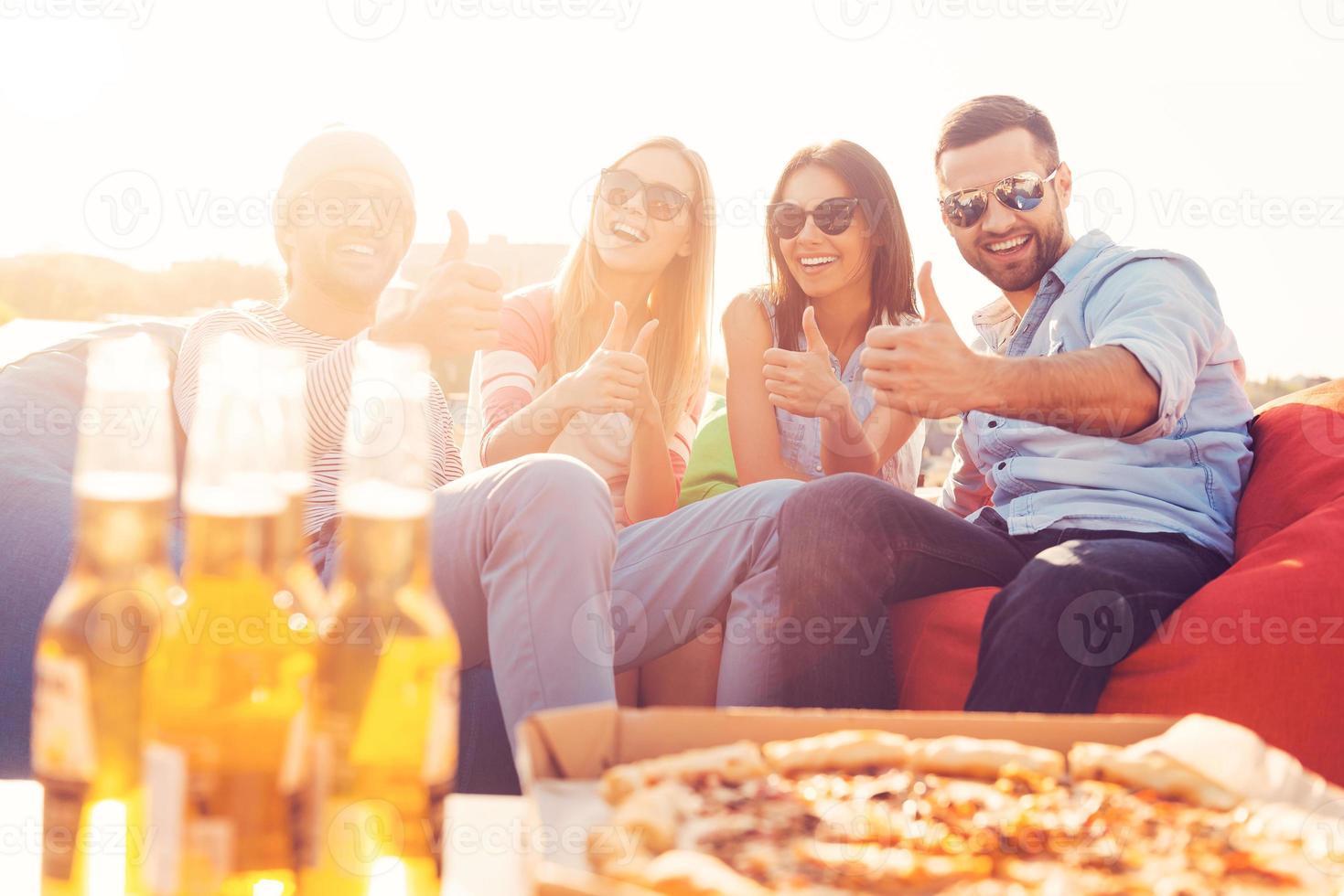 nós amamos pizza e cerveja! foto