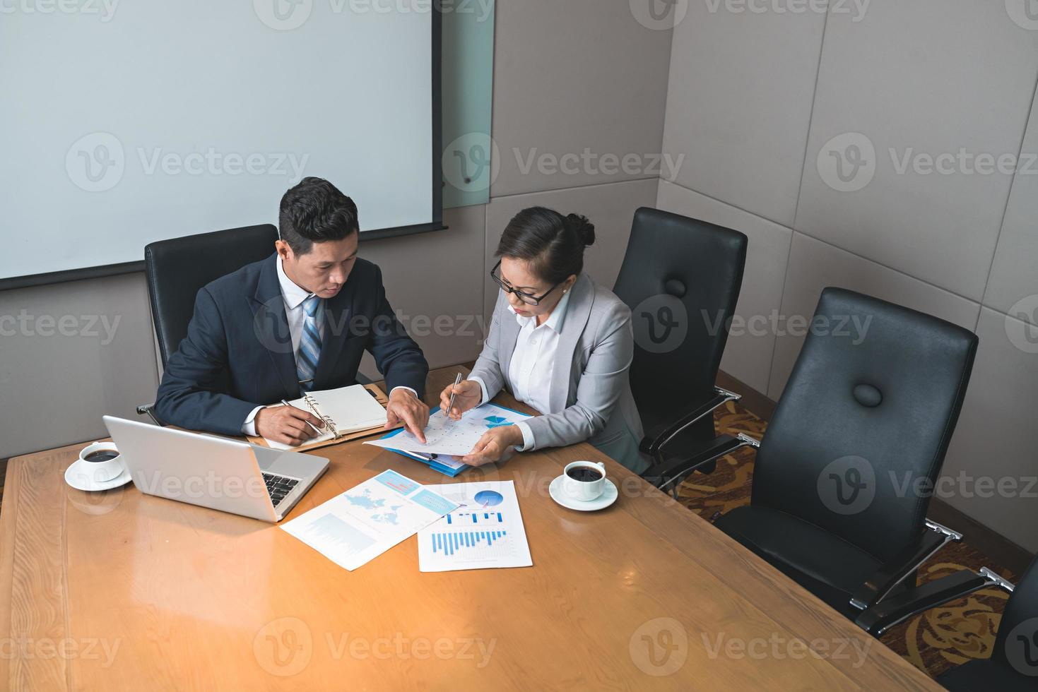analisando tabelas e gráficos foto