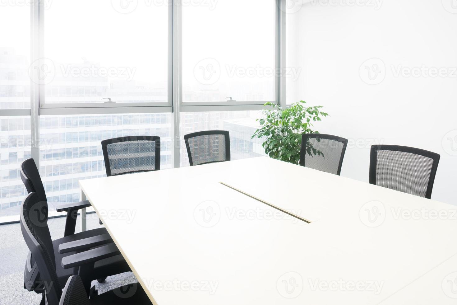 interior da sala de reuniões no escritório moder foto