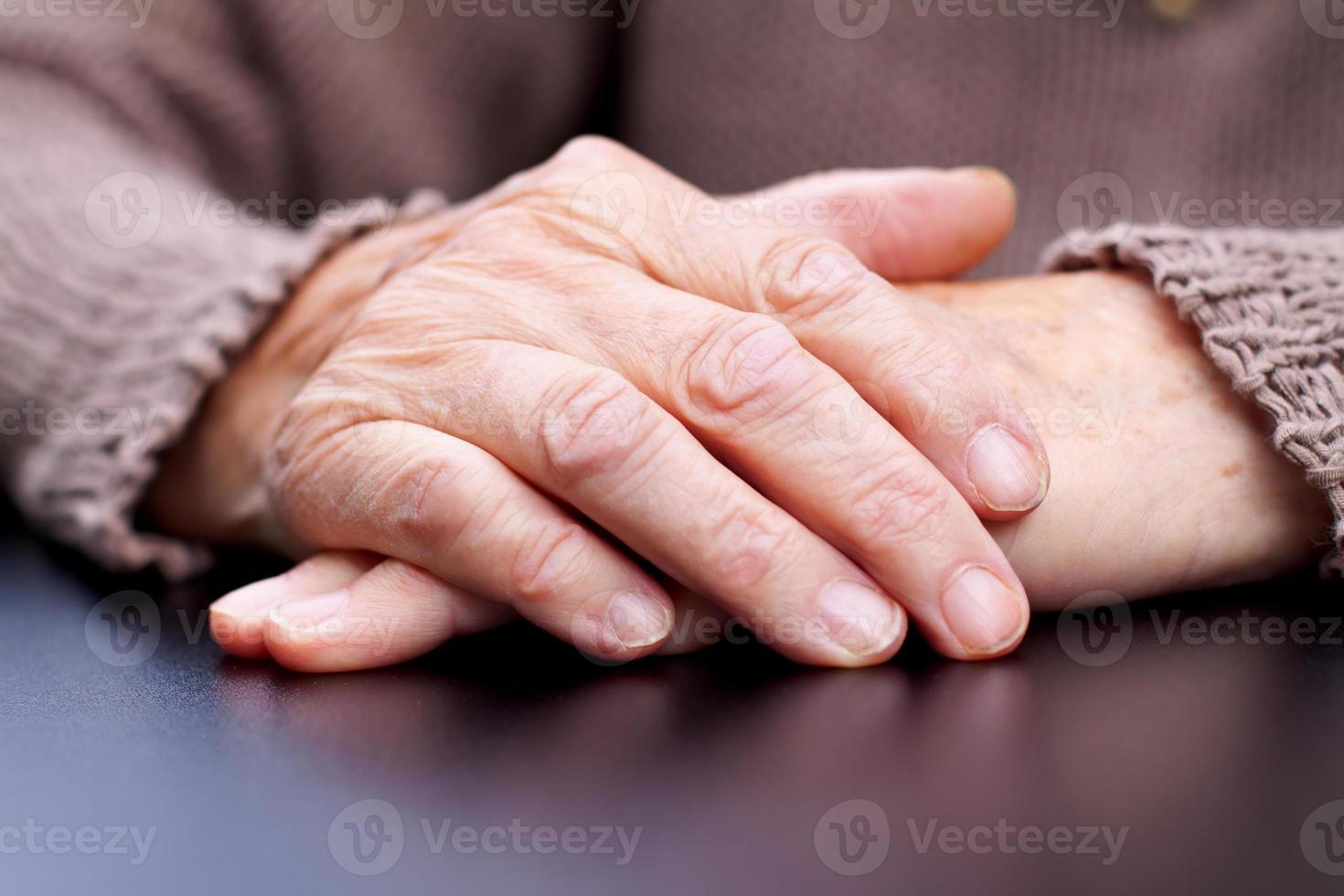mãos enrugadas foto