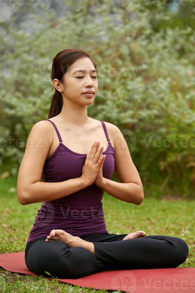 iogue estilo de vida meditando foto